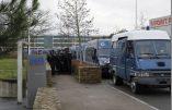 Le Conseil d'Etat interdit le spectacle de Dieudonné ! 40 cars de CRS attendent devant le Zenith de Nantes