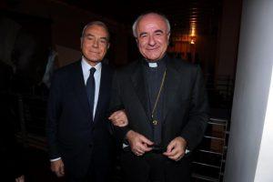 Mgr Paglia au bras de Gianni Letta, politicien homosexuel