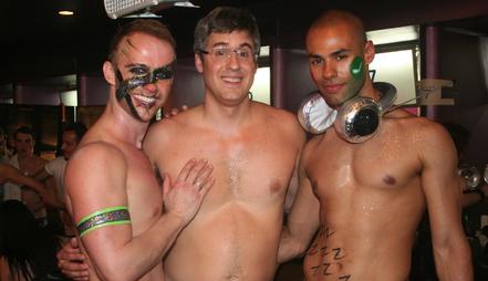 Au centre, Mo Rocca, activiste homosexuel