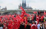 40.000 Turcs pro-Erdogan envahissent Cologne