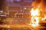 Émeutes ethniques en Seine-Saint-Denis: une fillette sauvée d'une voiture incendiée par les émeutiers -Vidéos