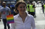 Serbie – Ana Brnabic, lesbienne devenue Premier ministre, participe à la gay pride à Belgrade