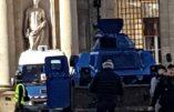 Bordeaux à 11h30 : blindé et autres véhicules de gendarmerie en position