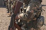 Soldats chrétiens syriaques prêts à se battre contre l'armée turque pour défendre leurs églises