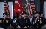 USA – Drapeau turc et imam pour un nouveau chef de police qui prête serment la main sur le Coran