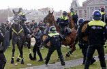 Amsterdam – La police charge des milliers d'opposants à la dictature sanitaire